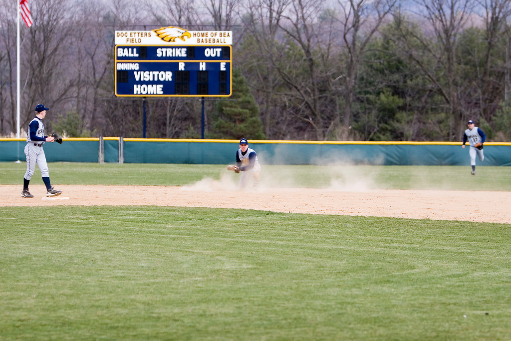 Bald Eagle gets the win behind the arm of Ryan MacNamara. Ryan struck out 14 and gave up 4 runs in the winning effort. Bellefonte started strong with a 3 run first inning but gain only 1 more run in the next 6 innings.With 2 out in the bottom of the third, Bald Eagle took the lead on a 3 run homer from A.J Robinson.The Eagles kept the lead and went on to win 6-4.