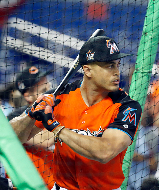 . National League\'s Miami Marlins outfielder Giancarlo Stanton (27), practices before the MLB baseball All-Star Game, Tuesday, July 11, 2017, in Miami. (AP Photo/Wilfredo Lee)