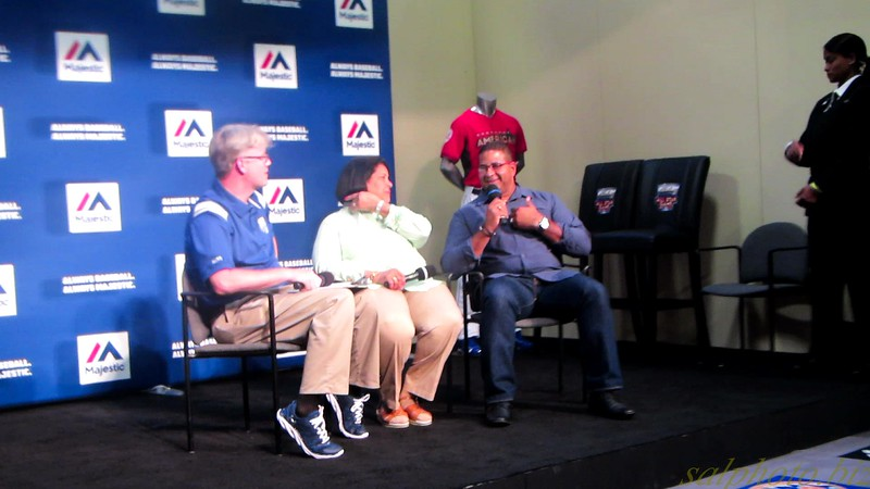 "MLB: Fan Fest 14' Spotlight-Roberto Clemente (wife Vera & son Jr. sharing)<br /> <a href=""https://youtu.be/avUDX_wu9P8"">https://youtu.be/avUDX_wu9P8</a>"