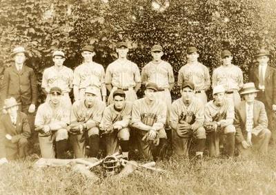 Lynchburg Knights of Columbus Baseball Team (01533)