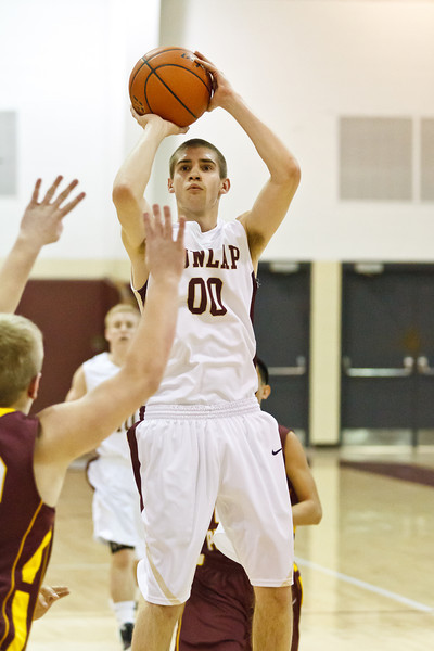 20120217_dunlap_vs_east_peoria_basketball_025