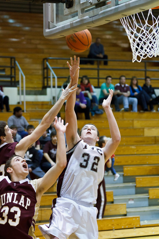 20111217_dunlap_vs_ivc_sophomore_basketball_017