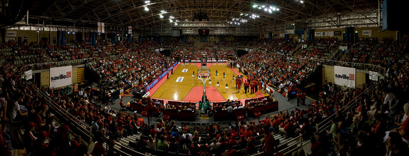 Challenge Stadium. 24/01/2009. Wildcats vs Goldcoast Blaze. The sea of red begins to fill.