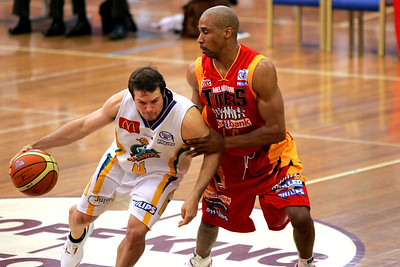 D-Mac (Darryl McDonald) defends Kelvin Robertson - NBL Blitz, Coffs Harbour, 8-9 September 2006