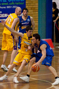 Kings's BJ Carter defends the Bullets' Adam Gibson - NBL Blitz, Coffs Harbour, 8-9 September 2006