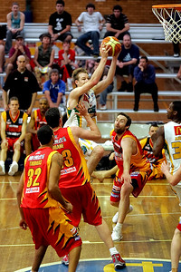 Athletic Brad Newley slices through the Tigers' defence - NBL Blitz, Coffs Harbour, 8-9 September 2006