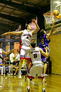 Sam Mackinnon evades Paul Rogers & Peter Crawford - NBL Blitz, Coffs Harbour, 8-9 September 2006
