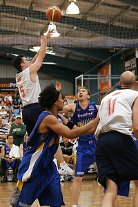 Brett Maher shoots over Mick Hill - NBL Blitz, Coffs Harbour, 8-9 September 2006
