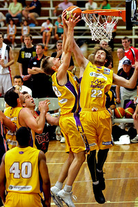 Sydney Kings team mates David Barlow (left) and Mark Worthington fight for the rebound - NBL Blitz, Coffs Harbour, 8-9 September 2006