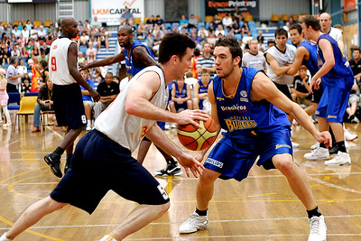 Adam Gibson defends Brett Maher. NBL Blitz, Coffs Harbour, 8-9 September 2006