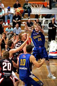 Dillon Boucher finds the open player - NBL Blitz, Coffs Harbour, 8-9 September 2006
