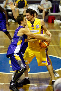 Bullet Brad Williamson strips Russell Hinder - pretty clean, but the foul was called... - NBL Blitz, Coffs Harbour, 8-9 September 2006