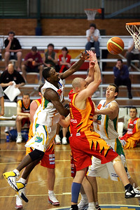 Larry Abney blocks Axel Dench - NBL Blitz, Coffs Harbour, 8-9 September 2006