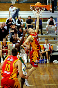 Tiger Nathan Crosswell lays up - NBL Blitz, Coffs Harbour, 8-9 September 2006