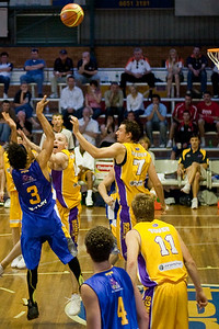CJ Bruton shoots with Brad Sheridan & Russell Hinder approaching - NBL Blitz, Coffs Harbour, 8-9 September 2006