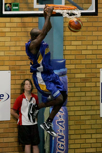 The Brisbane Bullets' Ebi Ere dunks - NBL Blitz, Coffs Harbour, 8-9 September 2006