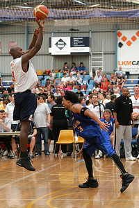 Willie Farley shoots over CJ Bruton - NBL Blitz, Coffs Harbour, 8-9 September 2006
