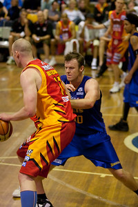 "Cam ""Trigger"" Tragardh defends Axel Dench - NBL Blitz, Coffs Harbour, 8-9 September 2006"