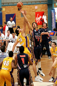 Ian Crosswhite jumps against his 'future' team - NBL Blitz, Coffs Harbour, 8-9 September 2006