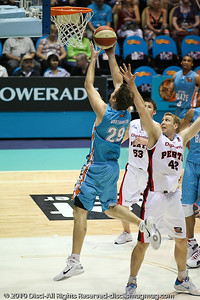 Mark Worthington around Shawn Redhage - Gold Coast Blaze v Perth Wildcats NBL Baskeball, New Year's Eve 2010; Gold Coast Convention & Exhibition Centre.