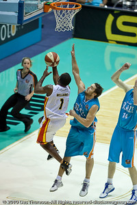 "Corey Williams against Adam ""Gibbo"" Gibson - Gold Coast Blaze v Melbourne Tigers NBL Basketball, Sunday 21 November 2010, GCCEC."