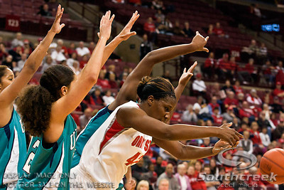 Ohio State University's Senior Center Jantel Lavender (#42) in the first period of play at the Value City Arena at The Jerome Schottenstein Center in Columbus, Ohio Sunday afternoon November 28, 2010. The Buckeyes defeated the Lady Seahawks 88-69. Lavender broke an OSU school record for career field goals in Sunday's win with 879.   (© James D. DeCamp / Southcreek Global Media) | All Rights Reserved |http://www.southcreekglobal.com | For all sales contact: sales@southcreekglobal.com | 1-800-934-5030