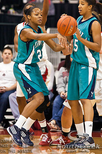 University of North Carolina Wilmington's Junior Guard Kristen Hanzer (#21) passes to a teammate in the first period of play at the Value City Arena at The Jerome Schottenstein Center in Columbus, Ohio Sunday afternoon November 28, 2010. The Buckeyes defeated the Lady Seahawks 88-69.   (© James D. DeCamp / Southcreek Global Media) | All Rights Reserved |http://www.southcreekglobal.com | For all sales contact: sales@southcreekglobal.com | 1-800-934-5030