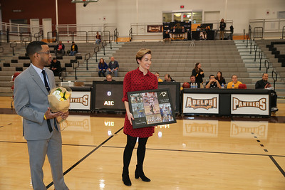 Adelphi Womens Basketball vs American International College   Copyright: Chris Bergmann Photography