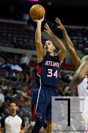 Oct 26, 2012; Auburn Hills, MI, USA; Atlanta Hawks point guard Devin Harris (34) takes a jump shot during the first quarter against the Detroit Pistons at The Palace. Mandatory Credit: Tim Fuller-US PRESSWIRE