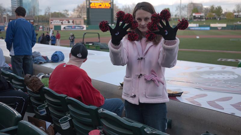 Pom Pon Gloves