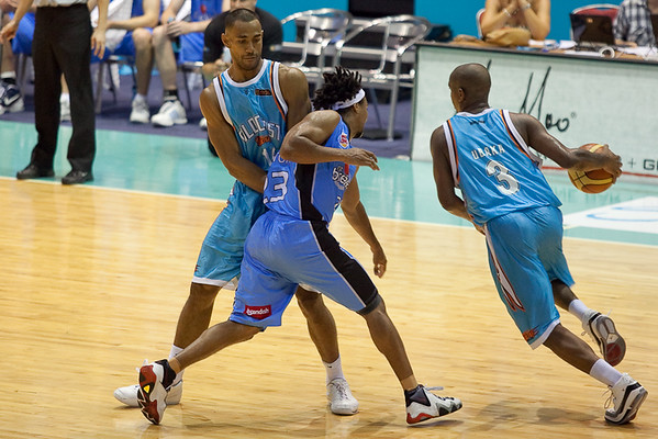 Mika Vukona sets the nice screen to help Ayinde Ubaka get free from CJ Bruton - Blaze v Breakers 31-12-2009