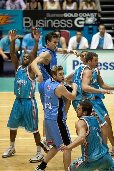"""""""Where's the ball? I knew two sets of coloured uniforms would confuse me!"""" - Blaze v Breakers 31-12-2009"""