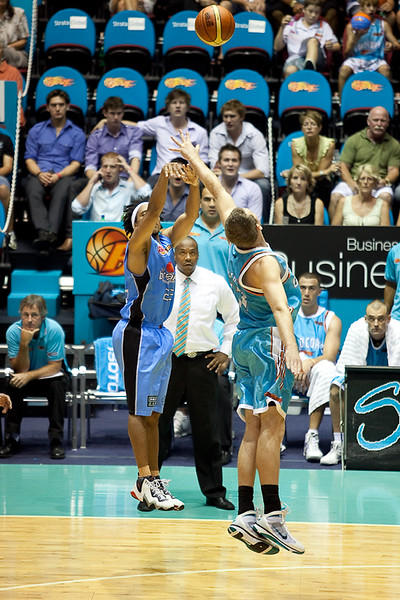 CJ Bruton shoots while pressured by Anthony Petrie - Blaze v Breakers 31-12-2009