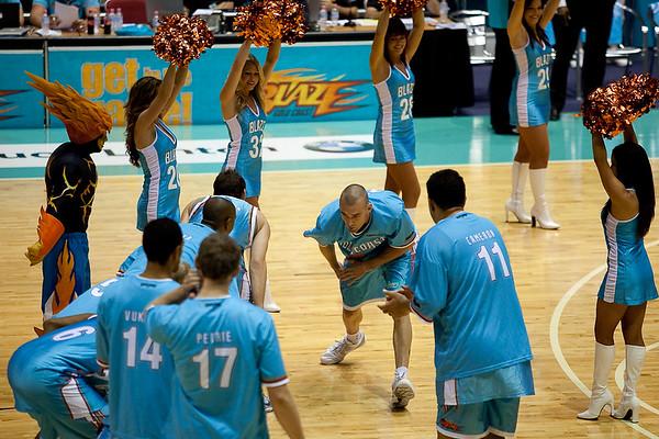 Blaze Captain James Harvey acknowledges his teammates - Gold Coast Blaze v Cairns Taipans, 4 December 2009.