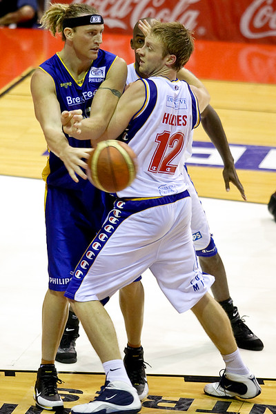 Bobby Brannen passes out of the double team - Brisbane Bullets v Adelaide 36ers 4-2-2006