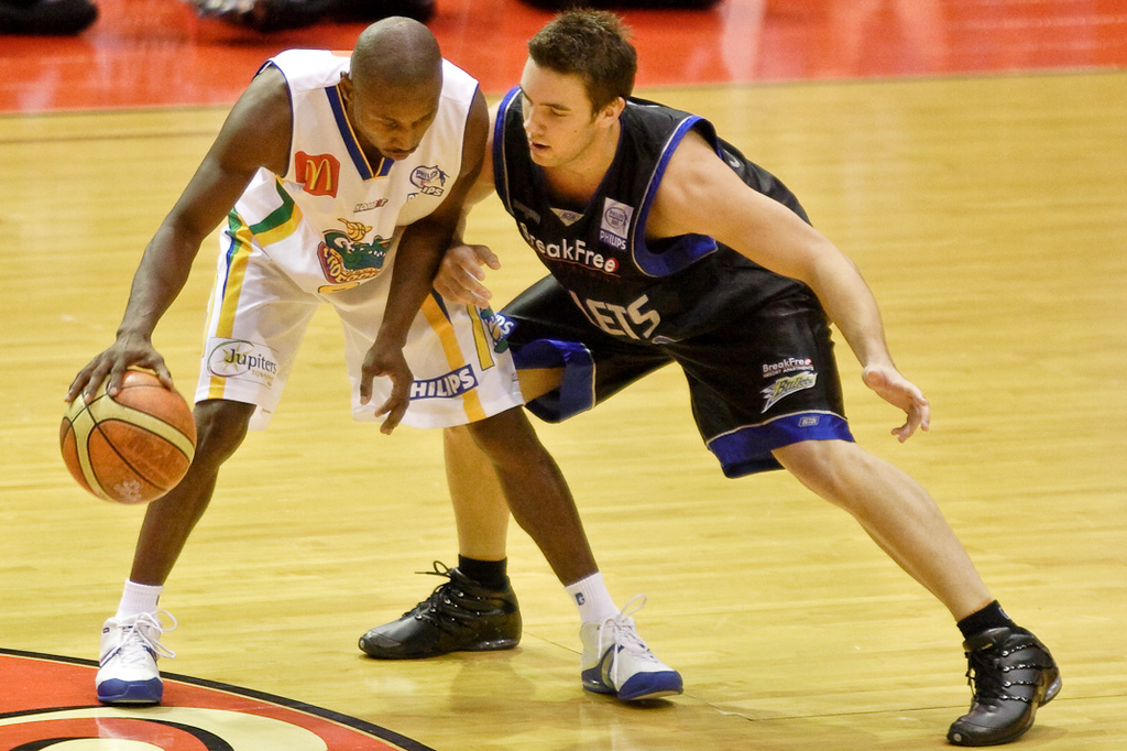 Adam Gibson up & in against Damon Lowery - Brisbane Bullets v Townsville Crocs 23 December 2005
