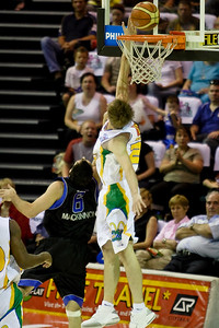Brad Newley tries to block Sam Mackinnon's shot - Brisbane Bullets v Townsville Crocs 23 December 2005