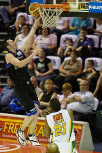 Steve Black lays-up on the 'break - Brisbane Bullets v Townsville Crocs 23 December 2005