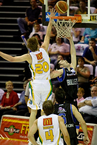 Brad Newley tries to block Steve Black's shot - Brisbane Bullets v Townsville Crocs 23 December 2005