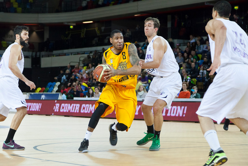 Drew Sullivan on the attack during a London Lions game