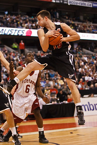 Elliott Thompson rebounding (5800)