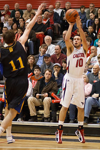 Elliot Thompson shooting three