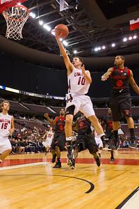 Elliott Thompson to the hoop