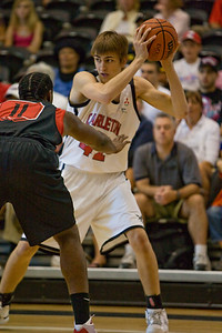 Tyson Hinz gurarded by St. John's Omari Lawrence Tyson Hinz guarded by St. John's Omari Lawrence (MURR7553)