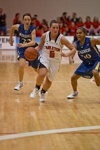 Alyson Bush bringin the ball up the floor (2565)