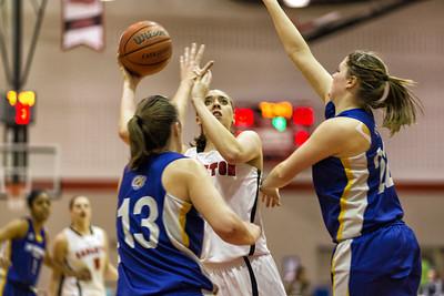Lindsay Shotbolt eyes the hoop
