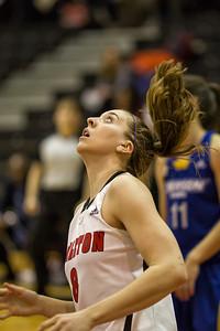 Lindsay Shotbolt  under the basket