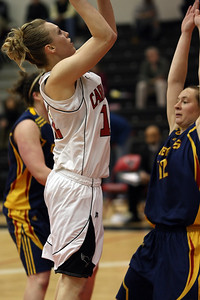 Ashleigh Cleary shooting over Alaina Porter (MURR2553) Ashleigh Cleary shooting over Alaina Porter (MURR2553)