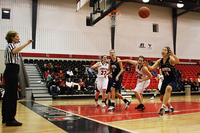 IMG_6245 Ravens vs Toronto  Anybody's ball..........and the ref is watching. (photo by murray.mccomb@sympatico.ca).