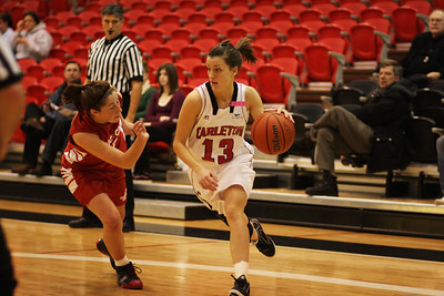 IMG_6750 Ravens vs RMC  Tanya Perry driving for yet another basket. (photo by murray.mccomb@sympatico.ca).